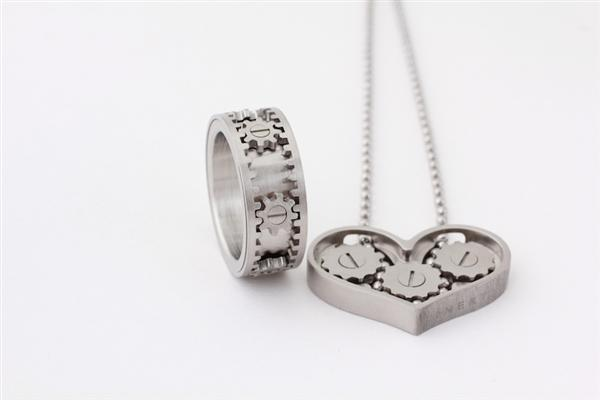 Kinekt_Gear_Necklace_Ring_3