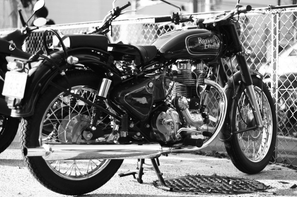 Royal-Enfield-Bullet-hdwallpapers