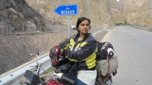 160202105404-pakistan-motorcycle-girl10karakoram-highway-to-khunjerab-exlarge-169