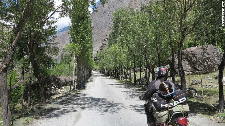 160202110037-pakistan-motorcycle-girl7skardu-in-gilgit-baltistan-exlarge-169