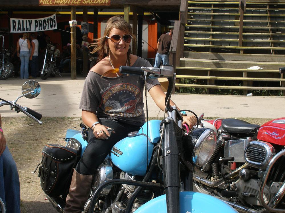 women-on-motorcycles-Julie-Graff-photo_credit-Sue-Graff