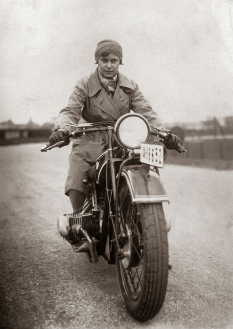 sdfsdfsdVintage_Photographs_of_Women_and_Motorcycles_(2)_465_657_int