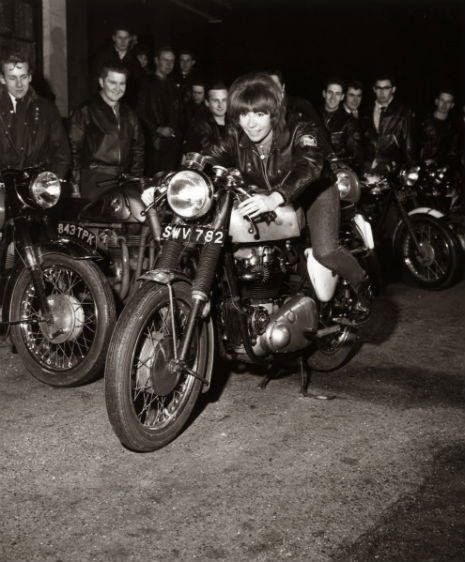 sdfsdfsdfsdVintage_Photographs_of_Women_and_Motorcycles_(12)_465_562_int