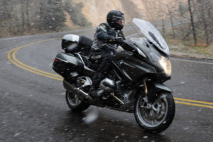 Riding-in-the-snow-590x393