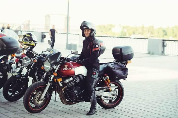 В юбке на мотоцикле — img 11